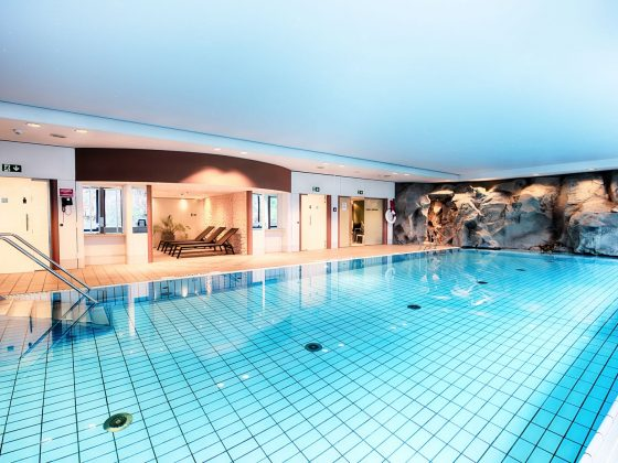 Pool im Crowne Plaza Frankfurt